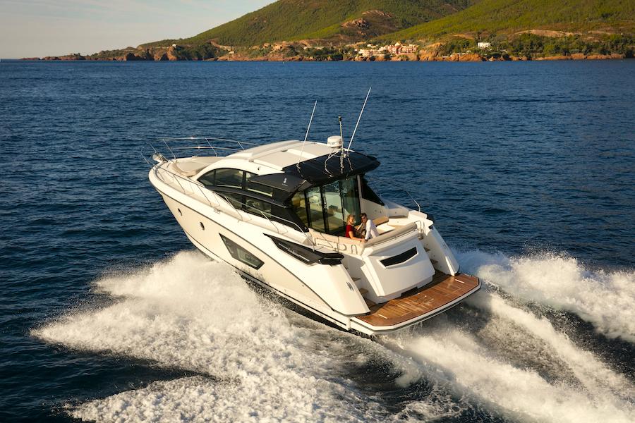 Beneteau GT50 in navigazione
